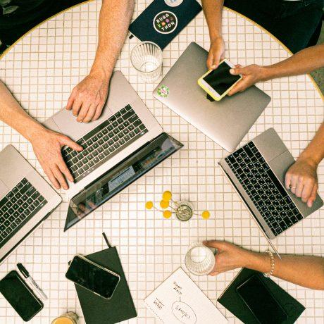 laptopok, tárgyalás